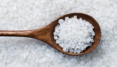 sea-salt-on-spoon_1600